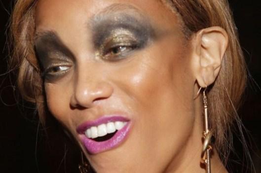O que deu errado nessa maquiagem? Hum... Mehor dizendo, o que deu certo? A sombra ficou um pouco meio que exageradíssimo! Acho que pediu pra filha ou algo assim....